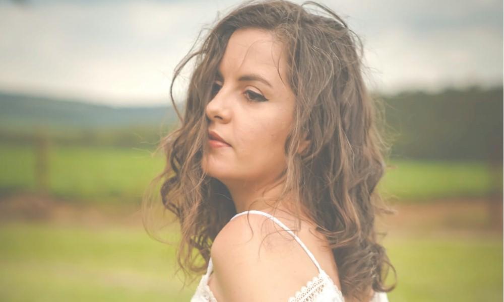 """Aline Rissuto lança """"Conecte-se"""", terceiro álbum de sua carreira"""