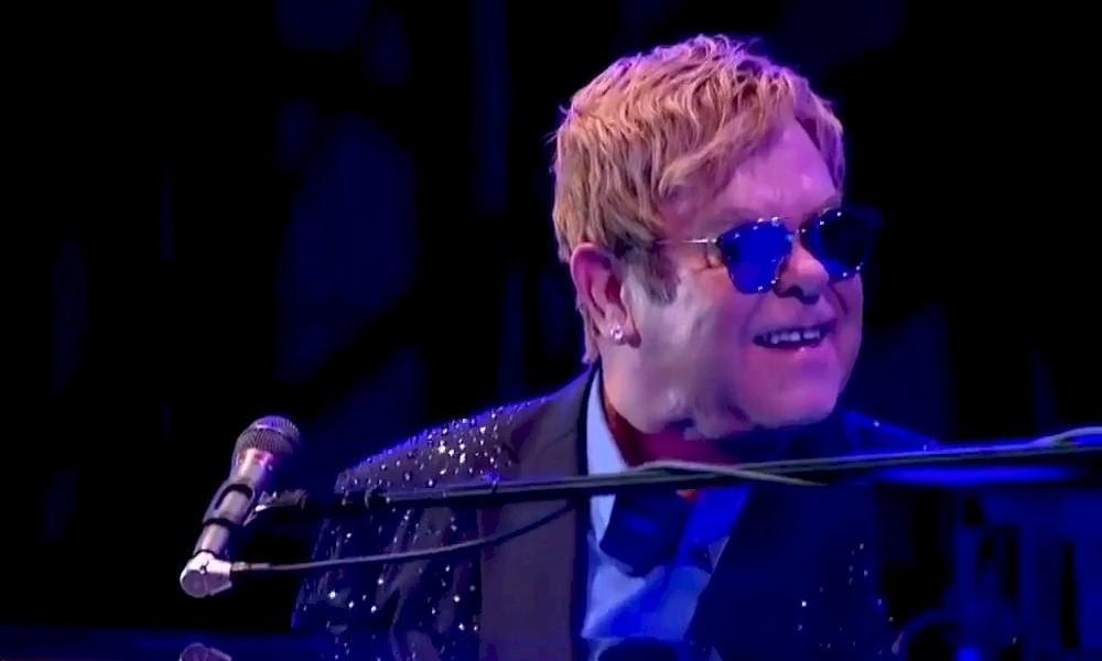 Elton John é homenageado em música do BTS e reage nas redes