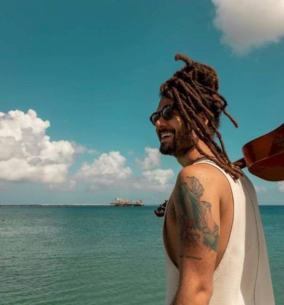 """Gabriel Elias lança a poética """"Baby Doll"""", inspirada em cenários paradisíacos da Bahia"""