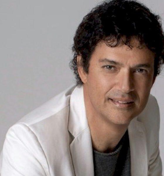 """Jorge Vercillo apresenta show """"Final Feliz"""" em São Paulo"""
