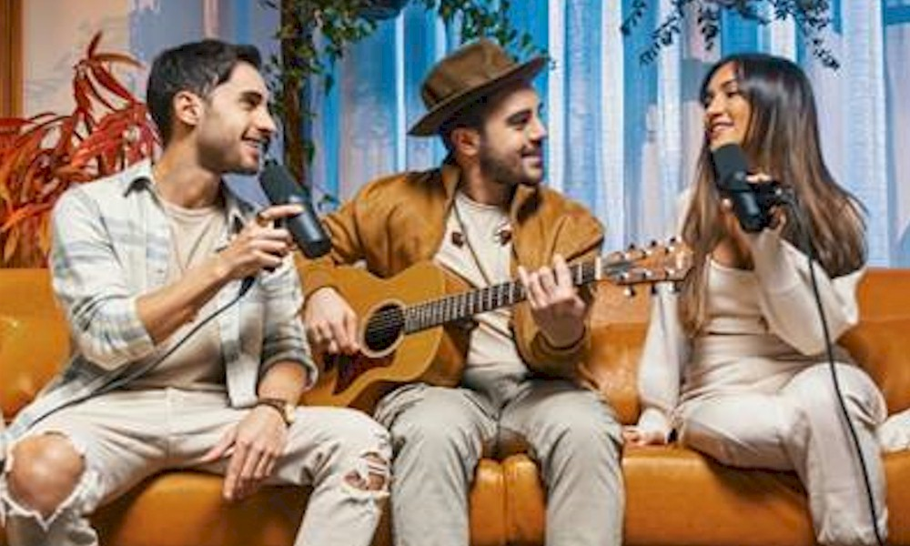 Melim homenageiam Djavan em quatro vídeos com canções gravadas em voz e violão
