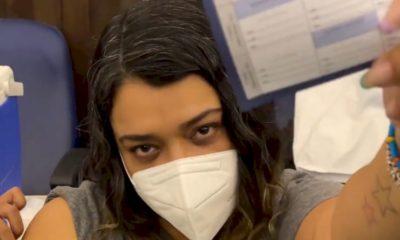 """Coronavírus: Preta Gil toma vacina e diz que o momento """"não é de escolher marca"""""""