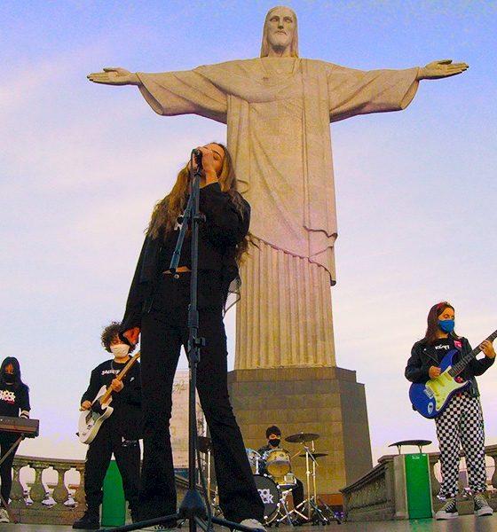School Of Rock leva clássico de Rita Lee ao Cristo Redentor
