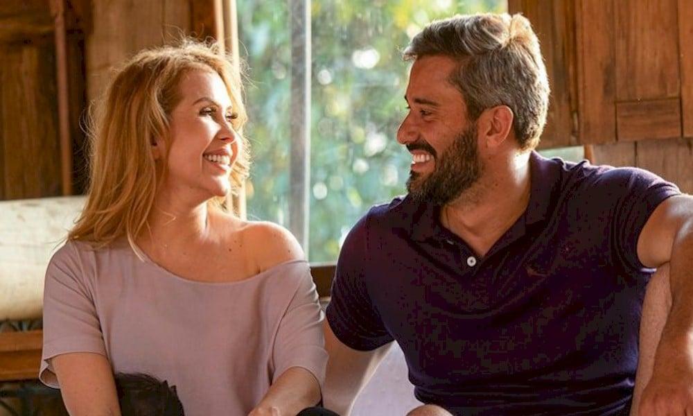 Joelma compartilha foto com o novo namorado