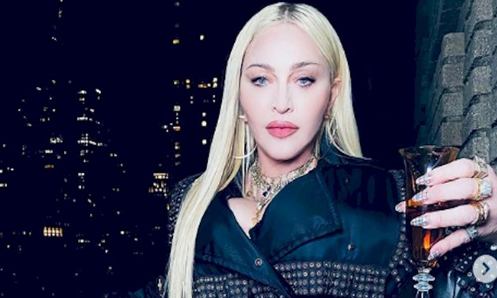 Madonna grava vídeo sensual durante treino físico