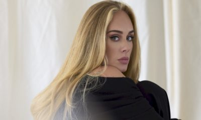 """Adele alcança o primeiro lugar na parada de singles britânica com """"Easy On Me"""""""