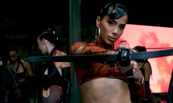 """Anitta se une a Saweetie no single e clipe de """"Faking Love"""""""