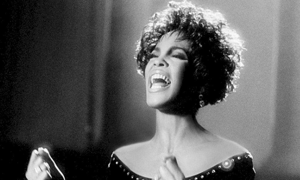 """Whitney Houston ou simplesmente """"A Voz"""""""